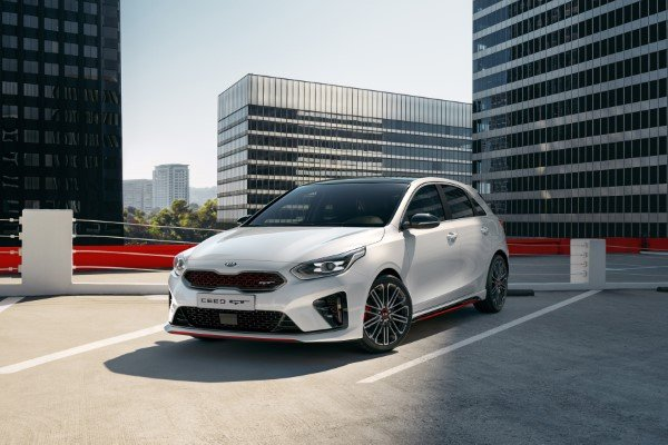 kia_pressrelease_2018_PRESS-HIGHRES_ceedGT_front_bg.jpg